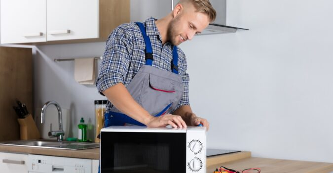 How Much Is The Cost of Microwave Repair In Toronto?
